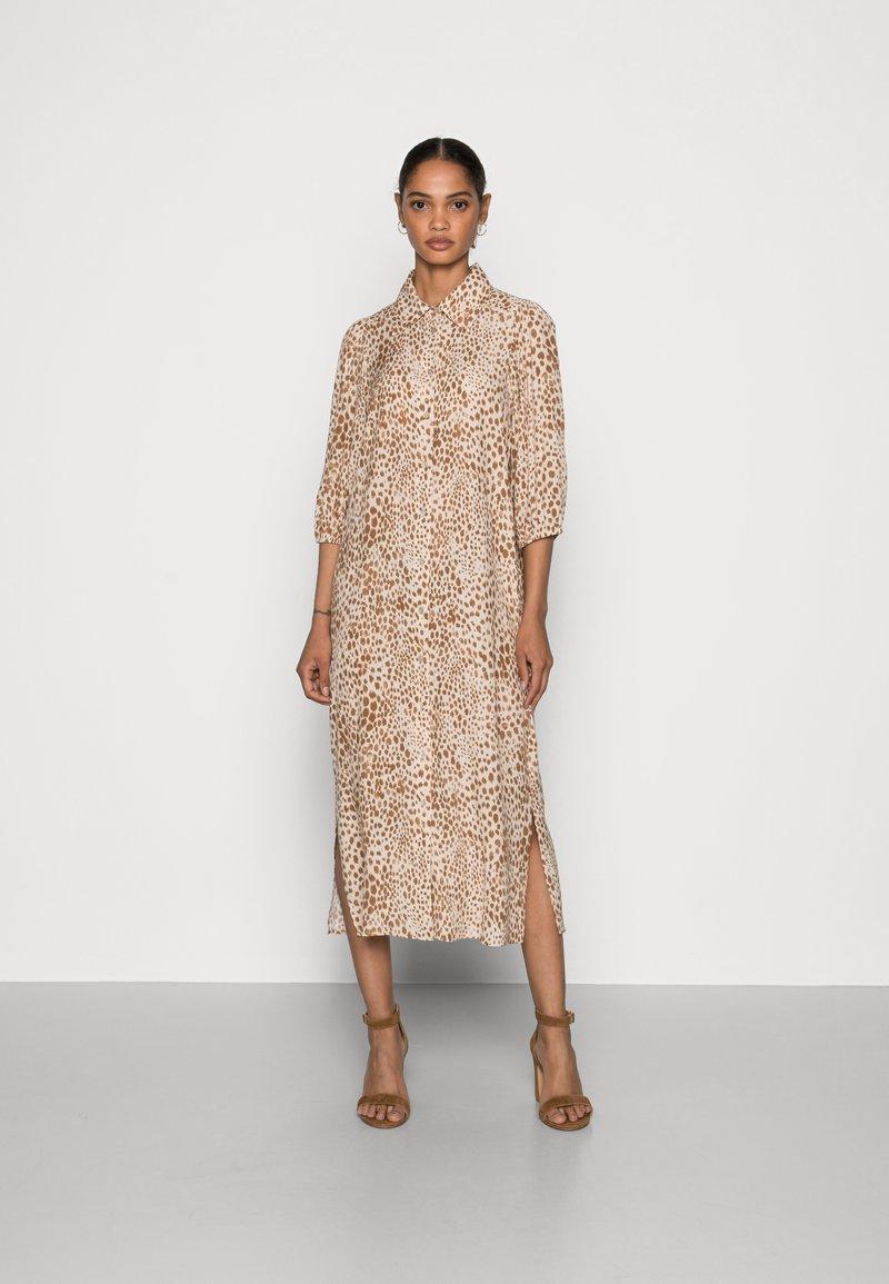 Rich & Royal - DRESS WITH LEO PRINT - Shirt dress - beige