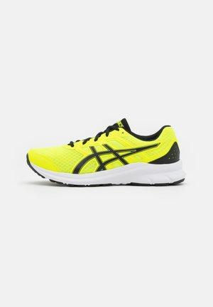JOLT 3 - Neutrálna bežecká obuv - safety yellow/black