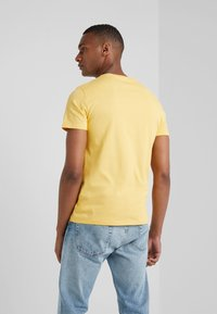 Polo Ralph Lauren - T-shirt basique - chrome yellow - 2