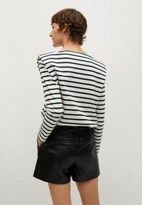 Mango - Shorts - zwart - 2