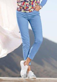 Amy Vermont - Trousers - hellblau - 6