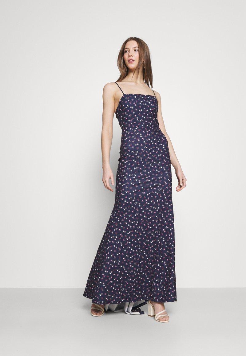 Missguided - FLORAL CAMI FISHTAIL BRIDESMAID DRESS - Sukienka z dżerseju - navy