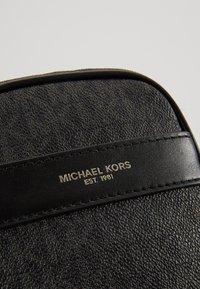Michael Kors - BROOKLYN XBODY - Taška spříčným popruhem - black - 2