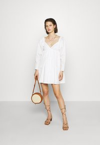 Who What Wear - THE DRAMATIC SLEEVE MINI DRESS - Day dress - white - 1