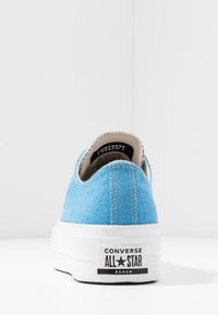Converse - CHUCK TAYLOR ALL STAR LIFT RENEW  - Sneakersy niskie - coast/white - 7