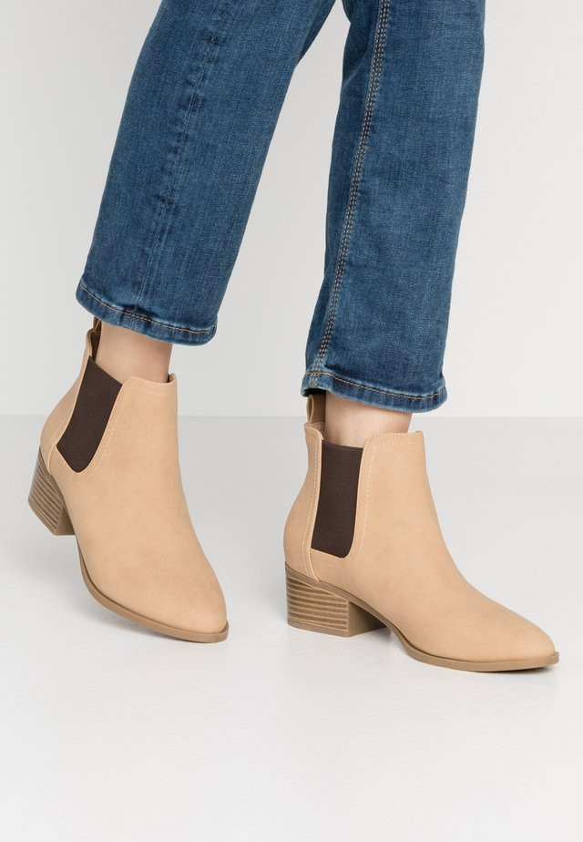 BRIXTON GUSSET - Ankle Boot - cinnamon