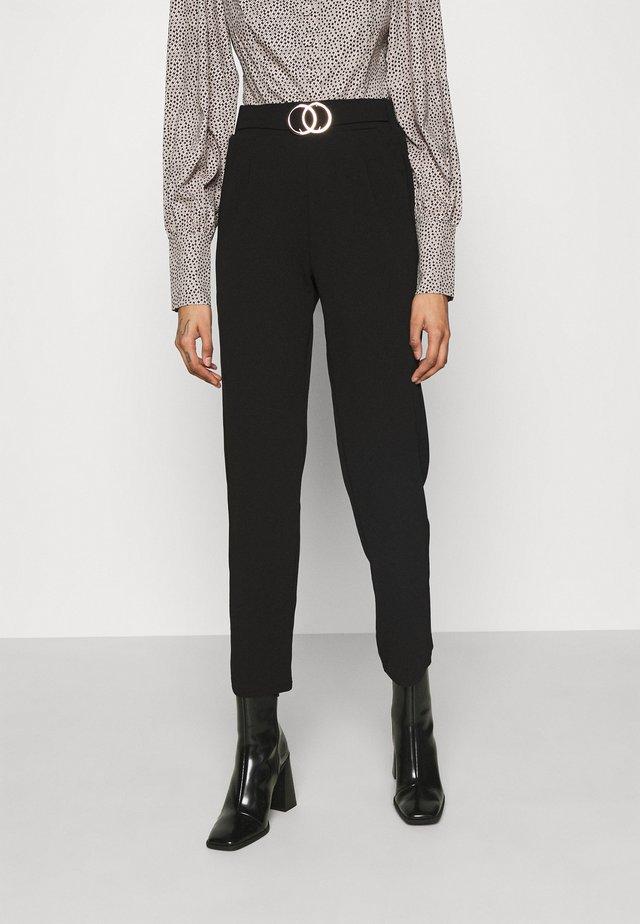 GO SCUBA CREPE BELTED  - Pantaloni - black