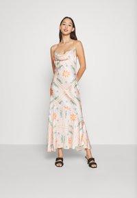 Never Fully Dressed - PEACH SUNSHINE MYA DRESS - Cocktailkjoler / festkjoler - peach - 0