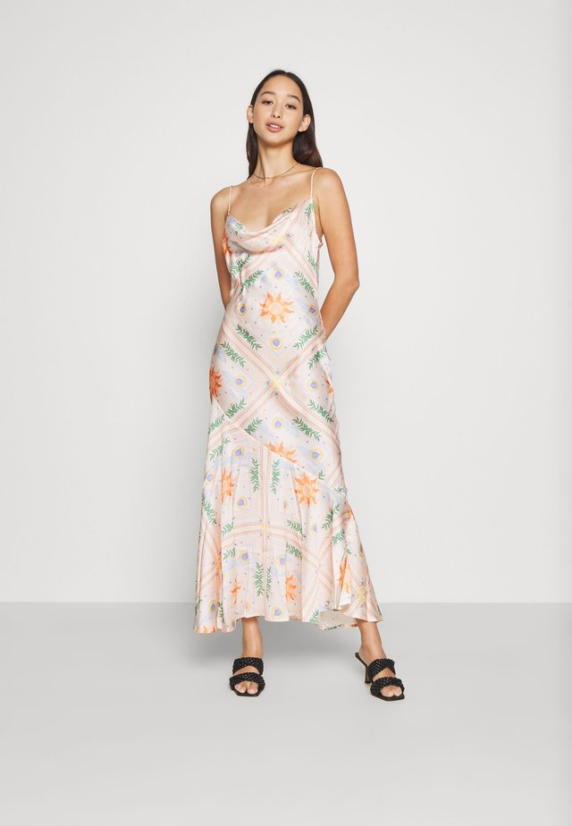 PEACH SUNSHINE MYA DRESS - Cocktailjurk - peach