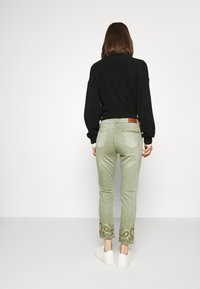Desigual - PANT ANKLE PAISLE - Jeans Skinny - green - 2