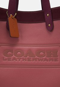 Coach - COLORBLOCK  WITH COACH BADGE FIELD  - Handbag - vintage pink multi - 4
