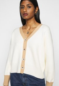 Fashion Union Petite - CONTRASSY - Cardigan - cream - 5