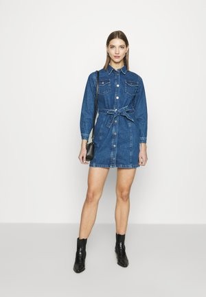 BELTED MINI DRESS - Denim dress - mid blue wash