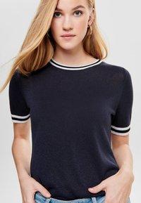 ONLY - MIT KURZEN ÄRMELN  - T-shirts print - dark blue - 4