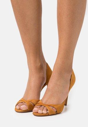 Peeptoe heels - cognac