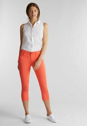 CAPRI - Slim fit jeans - coral
