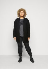 CAPSULE by Simply Be - COSY EDGE  - Cardigan - black - 1