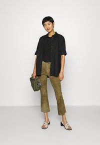 Ibana - AIMEE - Leather trousers - mossgreen - 1