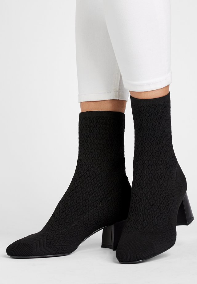 PORTA - Classic ankle boots - schwarz