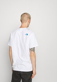 The North Face - STANDARD TEE - Print T-shirt - white/clear lake blue - 2