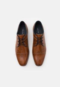 Pier One - LEATHER - Zapatos con cordones - camel - 3