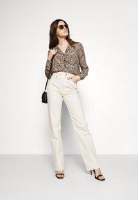 Vero Moda - VMGEA - Skjorte - brown - 1