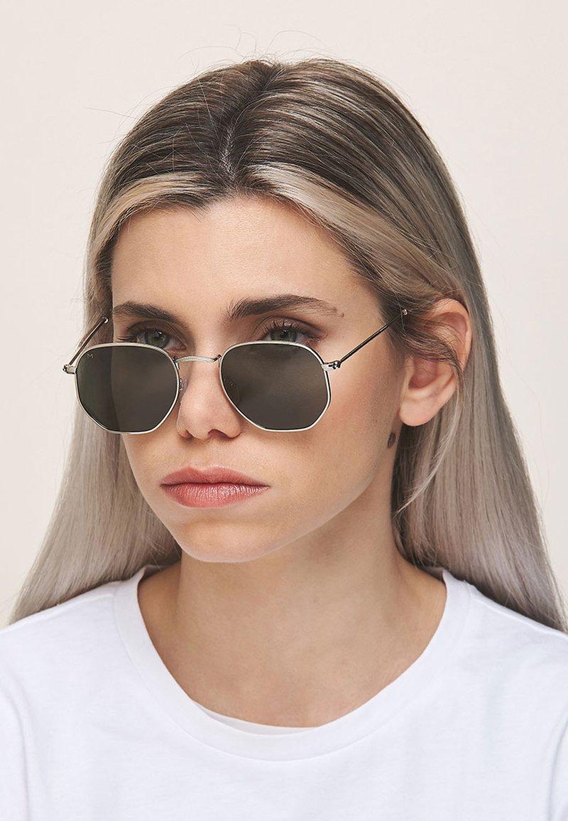 Meller - EYASI - Sunglasses - silver olive