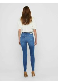 ONLY - ONLBLUSH LIFE MID SKINNY   - Jeans Skinny Fit - medium blue denim - 2
