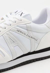 Armani Exchange - Tenisky - full optic white - 5