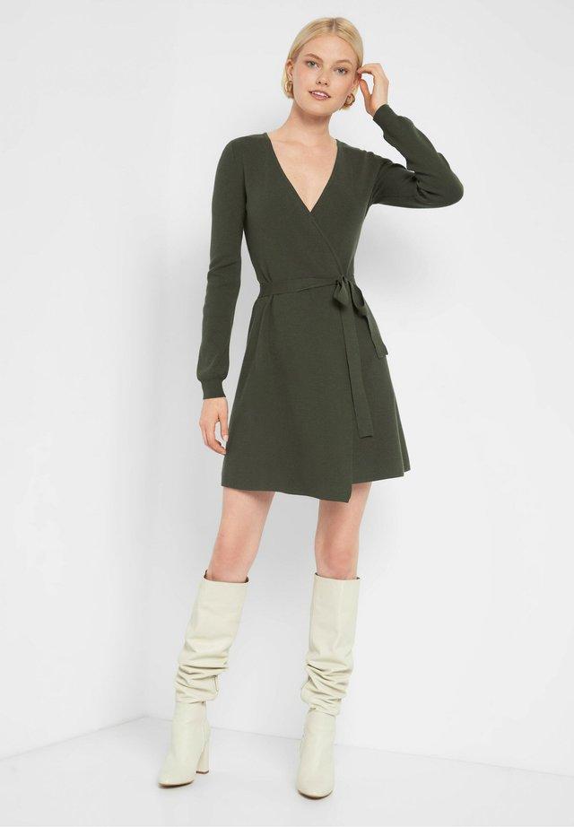 Jumper dress - dunkles khaki
