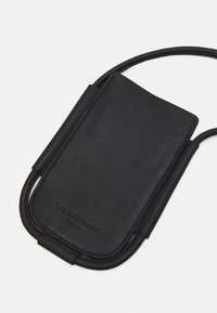 Liebeskind Berlin - MOBILE POUCH - Phone case - black - 3