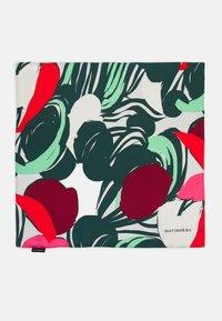 Marimekko - JOSINA ISO MEHU SCARF - Foulard - green/red - 2