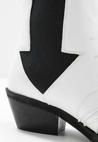 L37 - RIGHT NOW - Cowboy/biker ankle boot - white - 2