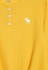 Abercrombie & Fitch - COZY HENLEY  - Trui - yellow - 4