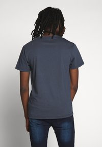 Kent & Curwen - ROSE PATCH ICON - Print T-shirt - deep blue - 2