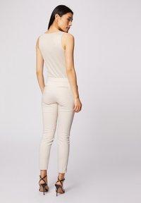 Morgan - CROPPED CIGARETTE - Pantalones - white denim - 2
