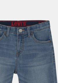 Levi's® - PERFORMANCE  - Denim shorts - stone blue denim - 2