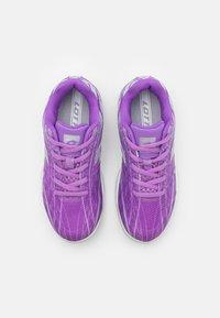 Lotto - MIRAGE 300 JR UNISEX - Multicourt tennis shoes - charisma violet/funky pink/purple willow - 3