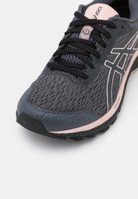 ASICS - GT-1000 9 GTX - Stabilty running shoes - carrier grey/ginger peach - 5
