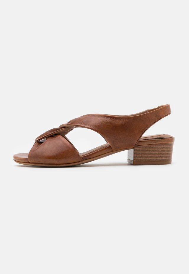 Sandaalit nilkkaremmillä - glove terra
