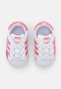 adidas Originals - SUPERSTAR UNISEX - Sneakers laag - footwear white/hazy rose - 3