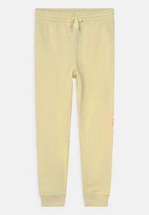 GIRLS LOGO - Teplákové kalhoty - new honeysuckle