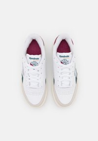 Reebok Classic - CLUB C REVENGE - Zapatillas - footwear white/midnight pine/punch berry - 3