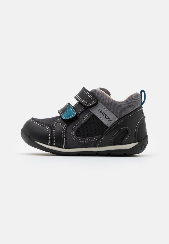 EACH BOY - Vauvan kengät - black