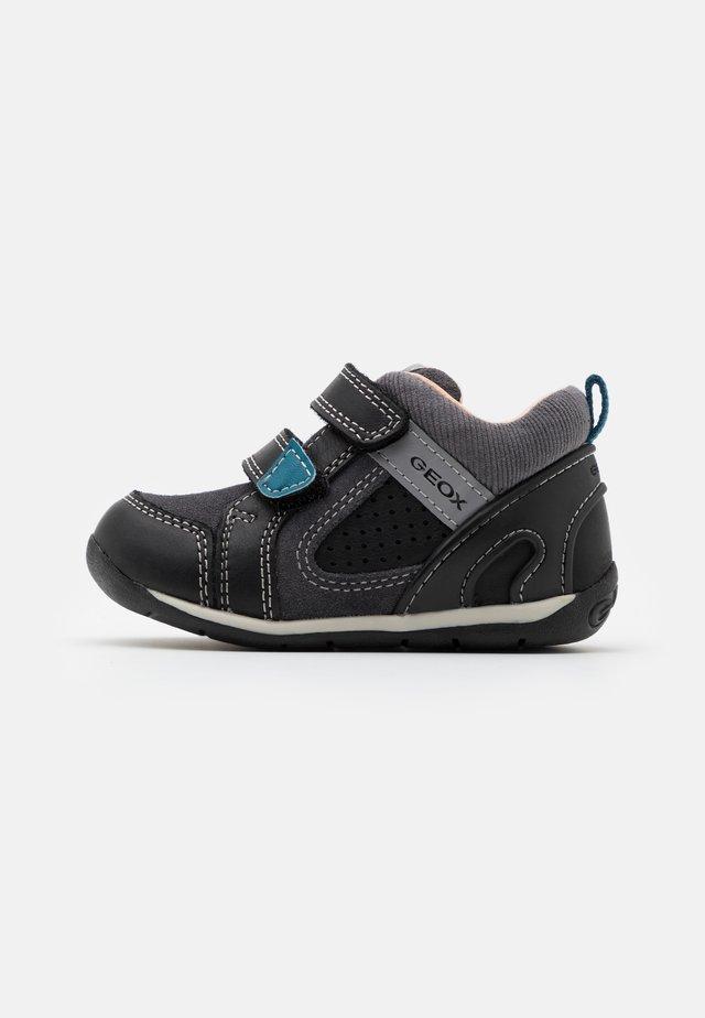 EACH BOY - Baby shoes - black