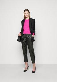 Pinko - FIBBIA PANTALONE - Spodnie materiałowe - black - 1