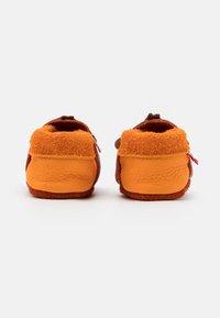 POLOLO - KING LUI UNISEX - First shoes - orange/mango - 2