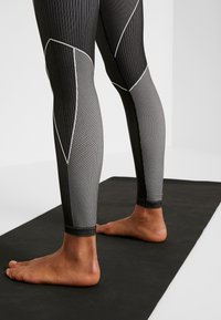Reebok - SEAMLESS - Leggings - black - 3