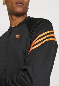 adidas Originals - SWAROVSKI TRACK UNISEX - Sportovní bunda - black/trace orange - 3