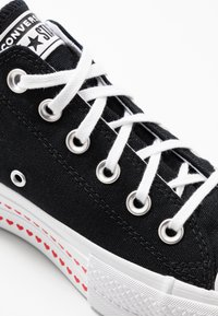 Converse - CHUCK TAYLOR ALL STAR LIFT LOVE  - Baskets basses - black/university red/white - 2